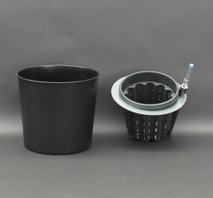 Kunststoffeinsatz mit Zimmerpflanzen in Erde